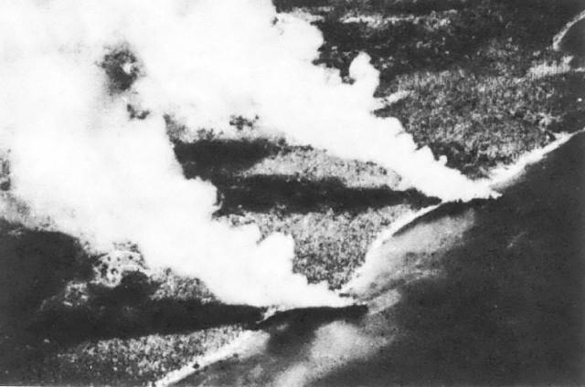ガダルカナル島沖で撃沈された日本の輸送船