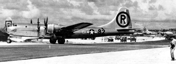 原爆投下終了後テニアン島に帰投したエノラ・ゲイ