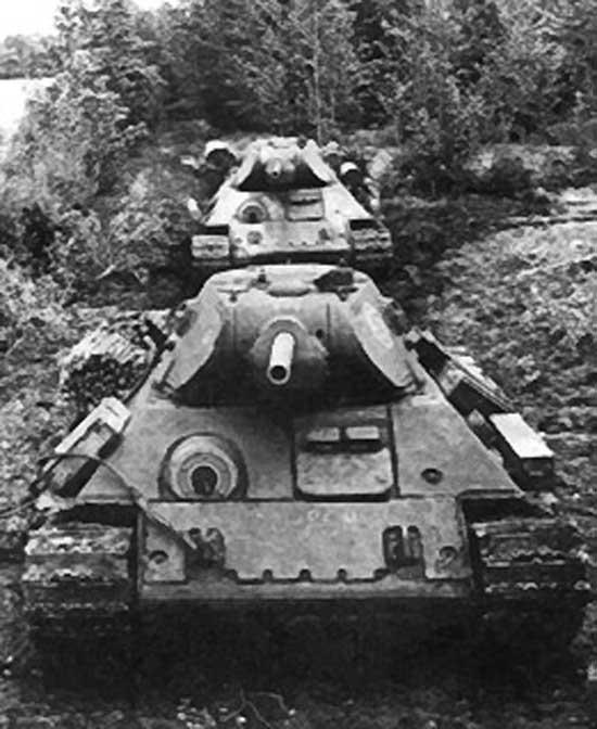T34_2 第二次大戦当時のソ連軍中型戦車(増加装甲付きのT-34-76(1941年戦時簡易型))