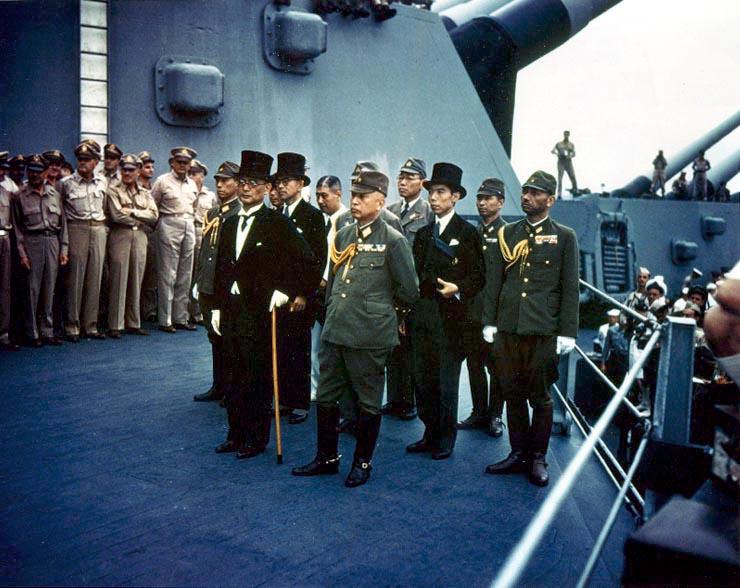 降伏調印式に臨む日本代表団