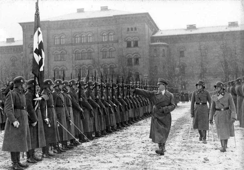 ヒトラーとドイツ兵