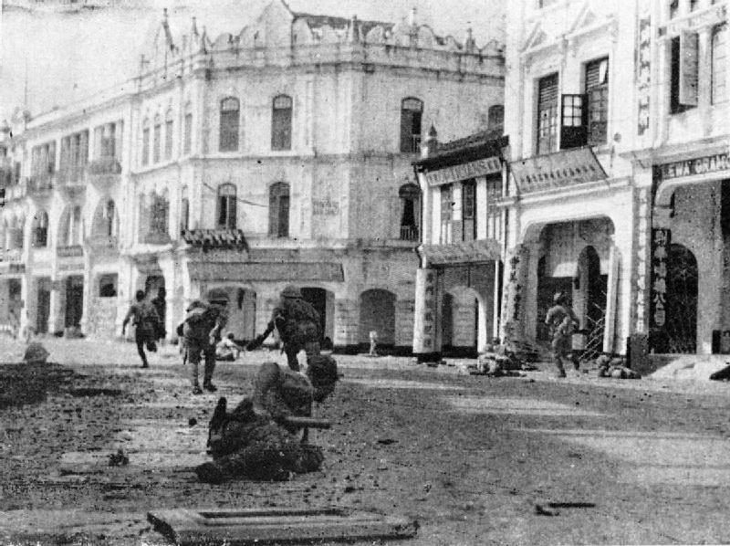 クアラルンプールに突入する日本兵