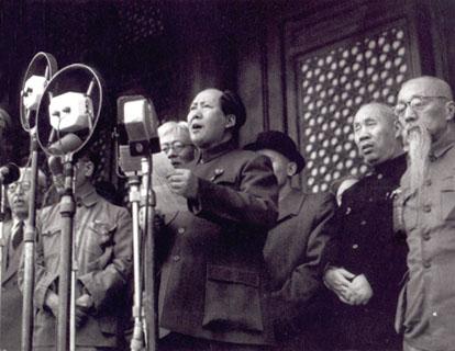 中華人民共和国建国宣言をする毛沢東(1949年)