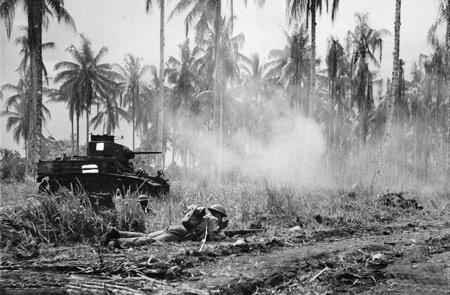 ブナの日本軍を攻撃するアメリカ軍軽戦車(1943年1月2日)
