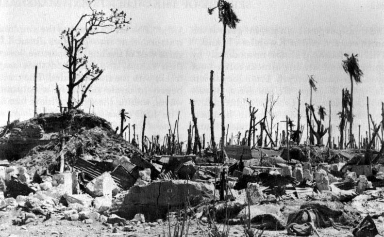 アメリカ軍上陸前の徹底的な空爆・艦砲射撃で破壊されたクェゼリン島