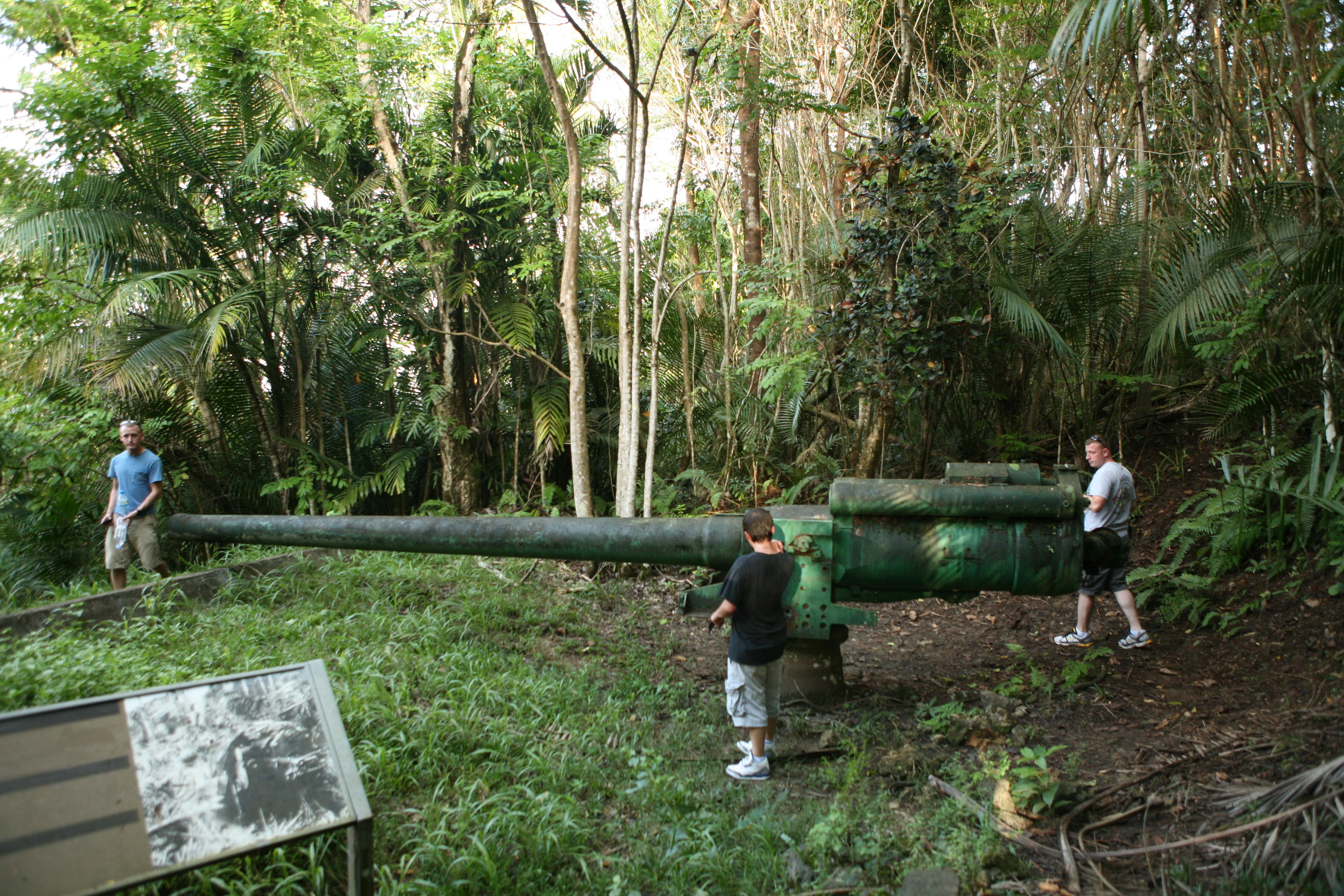 戦跡ピティ・ガンズに残る50口径三年式14糎単装砲