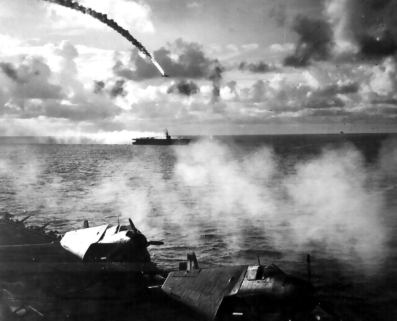 マリアナ沖海戦で対空砲火によって撃墜された日本軍の機体