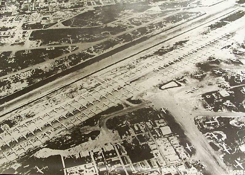 大量のB-29が並ぶサイパンの飛行場